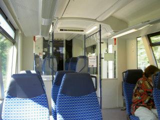 ローカル線の座席