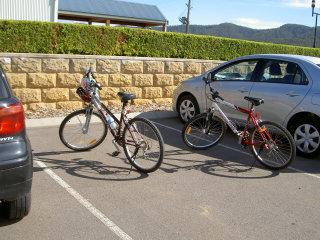 自転車でやってくる猛者