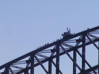 橋の上に人が!